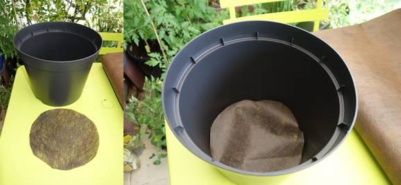 A gauche le morceau de feutre découpé à la bonne taille, à droite le feutre empêchera les billes d'argile de sortir